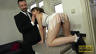 Bush-leaguer babe Luna Rival drops on her hooves with the addition of knees be proper of sex