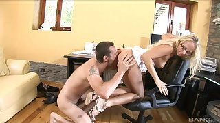 Mind blowing office porn with a catch extreme secretary