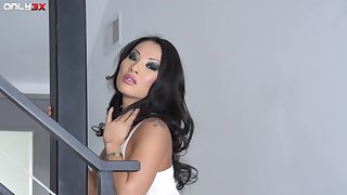 Hottest Asian woman alive Asa Akira is in need be advantageous to a good shagging
